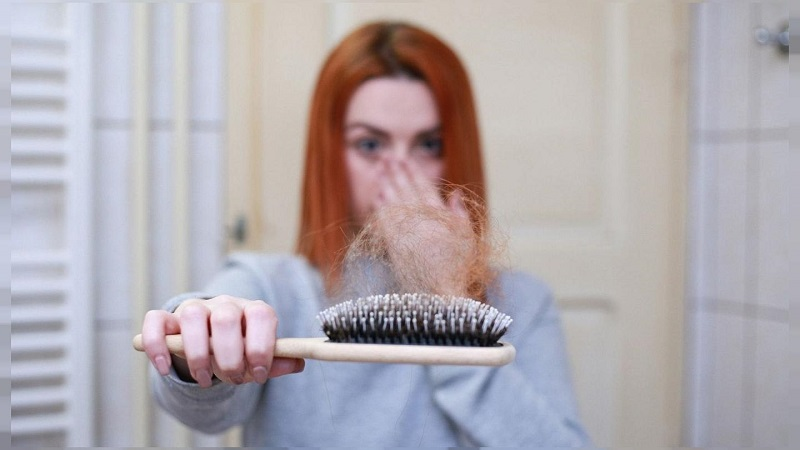 چهار عادت غلط که باعث ریزش مو میشود+ اینفوگرافیک