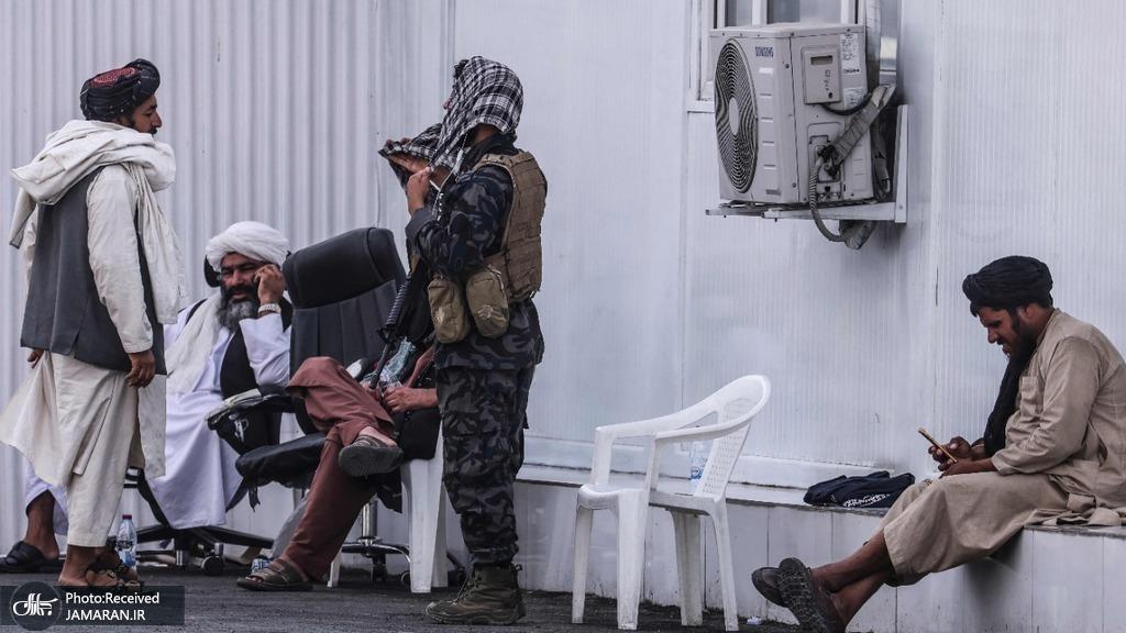 طالبان در ایست بازرسی در نزدیکی فرودگاه کابل + عکس