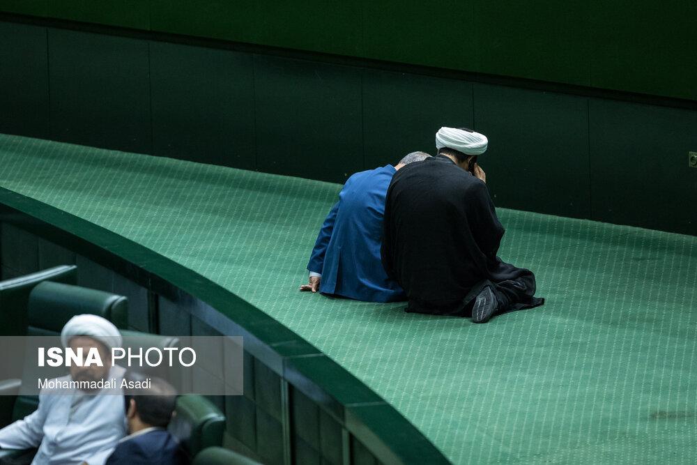 جلسه دو نفره در صحن علنی مجلس + عکس