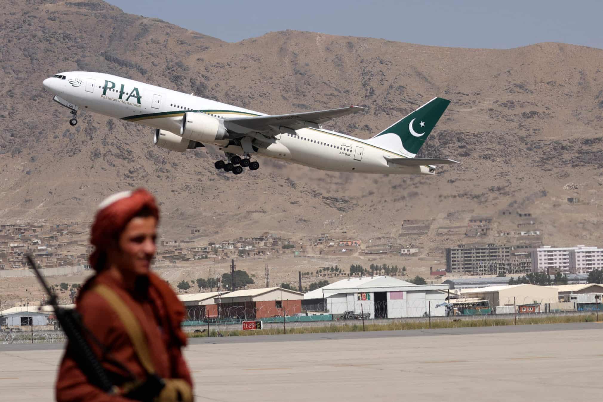 اولین پرواز تجاری خارجی در افغانستان از زمان تسلط طالبان + عکس