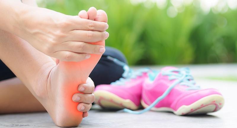 چرا بعد از ورزش پاشنه پا درد می گیرد؟