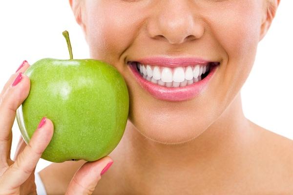 برای تمیزی دندان چه غذاهایی بخوریم؟