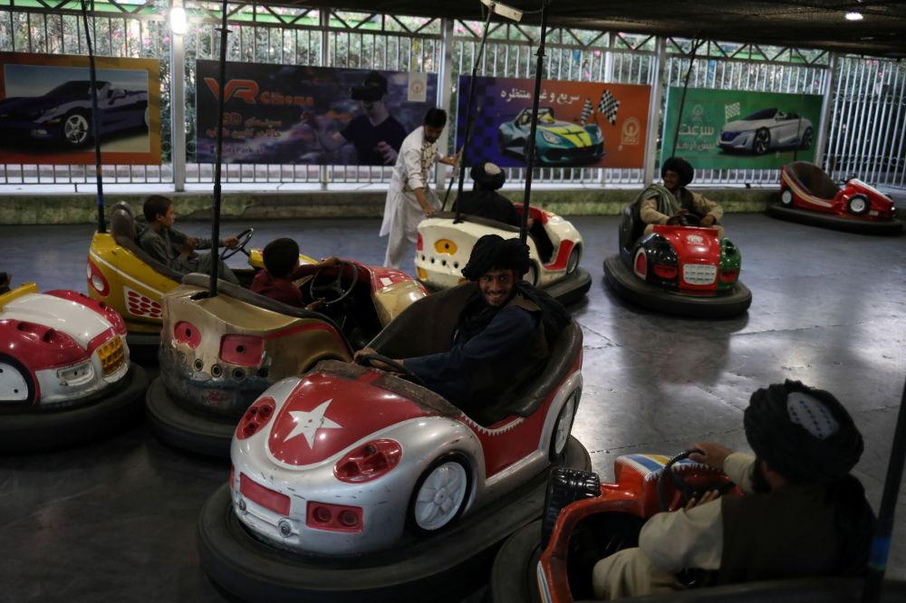 طالبان در پارک تفریحی کابل + عکس