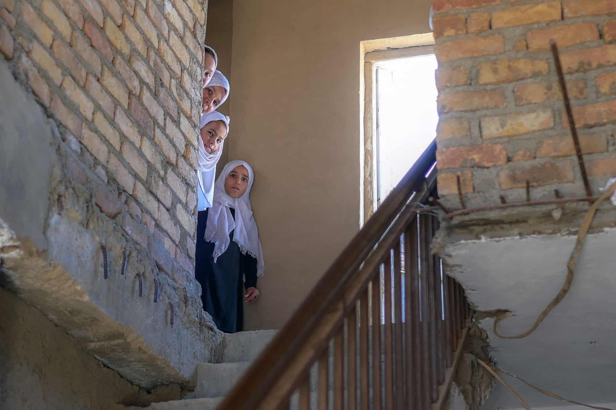 دختربچه های افغانستانی در یک مدرسه پس از تفکیک جنسیتی + عکس