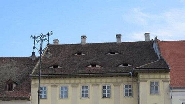تصاویری عجیب از شهری که خانههایش چشم دارند!