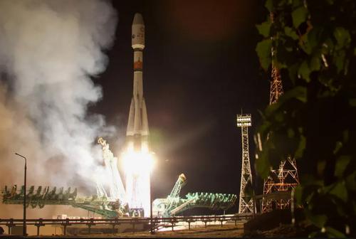 لحظه ارسال راکت فضایی سایوز روسی + عکس