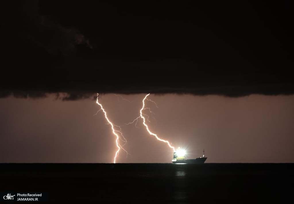 صاعقه بر فراز خلیج اسکندرون + عکس