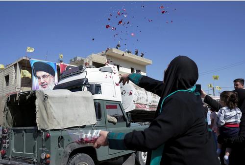 شادمانی لبنانی ها از ورود کامیون های گازوئیل صادراتی ایران + عکس