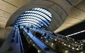 تلفات ترس کرونایی لندنی ها از پله برقی+ عکس