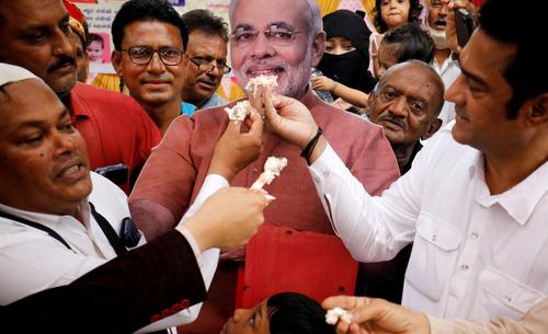 کیک تولد نخست وزیر هند + عکس