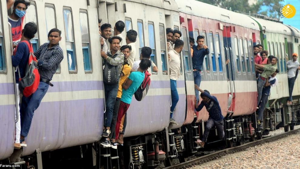 آویزان شدن خطرناک هندی ها از قطار! + عکس