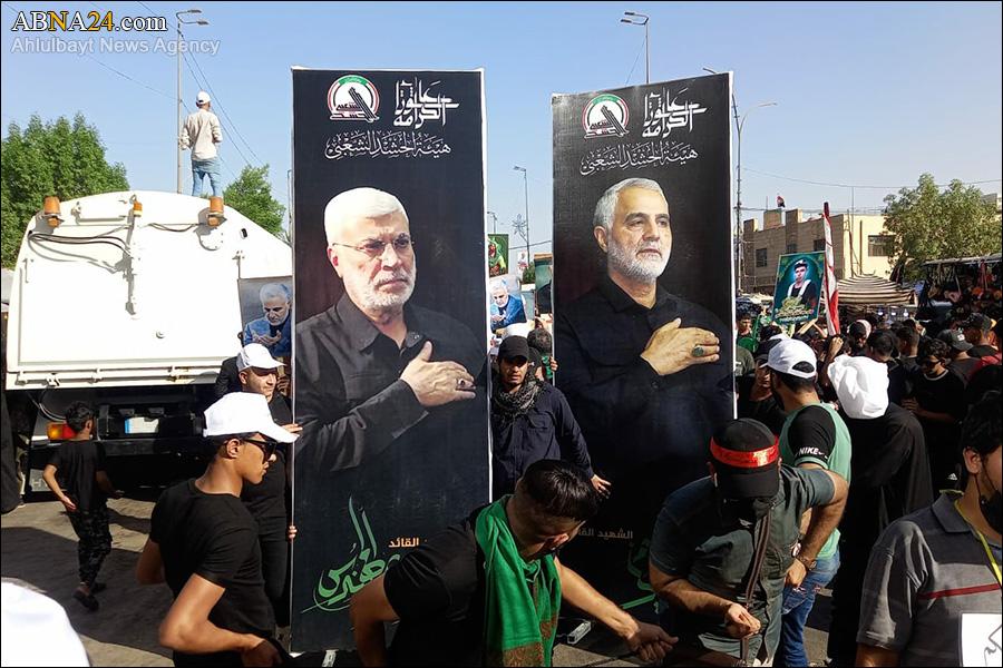 تصاویری از شهیدان سردار سلیمانی و ابومهدی المهندس در دست زائرین اربعین + عکس