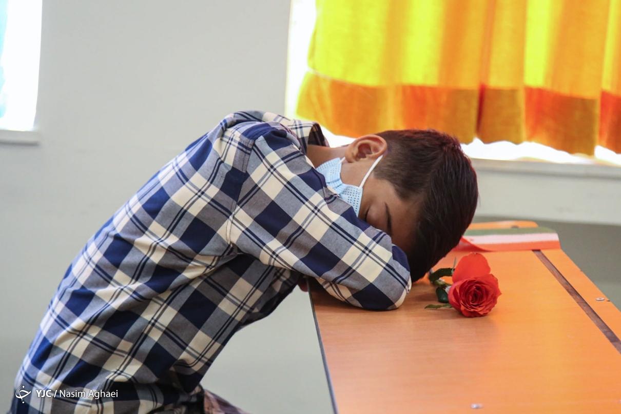 خواب خوش در اولین روز مدرسه! + عکس