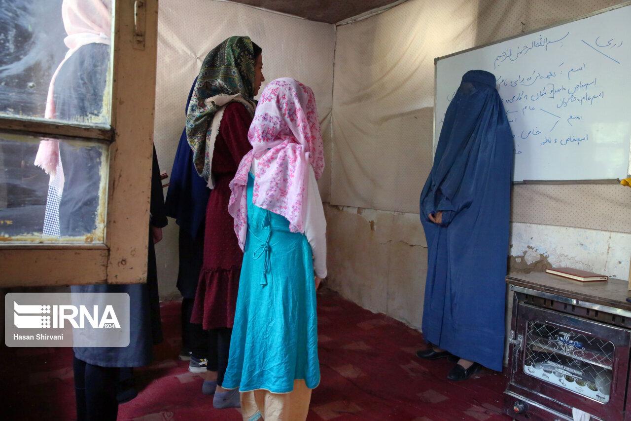 تحصیل دختران در کابل با وجود محدودیت ها + عکس