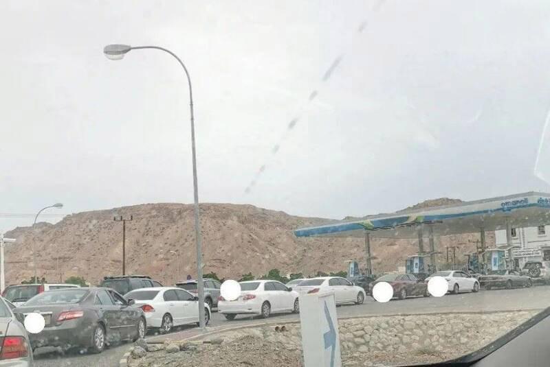 هجوم مردم عمان به پمپبنزینها + عکس