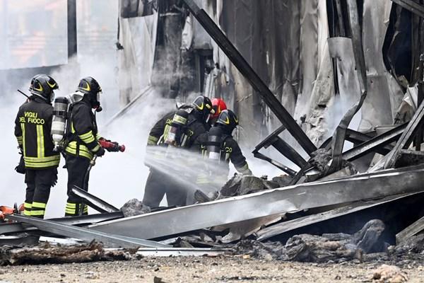 برخورد مرگبار یک هواپیما با ساختمان در ایتالیا + عکس