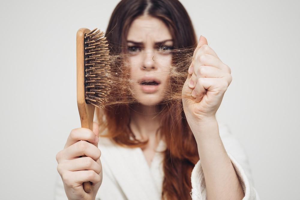 آنچه درباره ریزش مو و COVID-19 باید بدانیم
