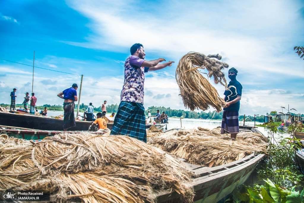 کارگران در بازار عمده فروشی بنگلادش + عکس