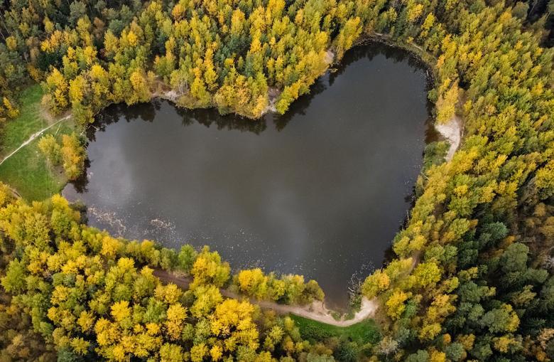 دریاچه ای به شکل قلب + عکس