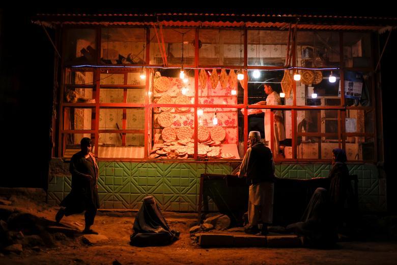 تصویری جالب از نان های متفاوت یک نانوایی در کابل + عکس