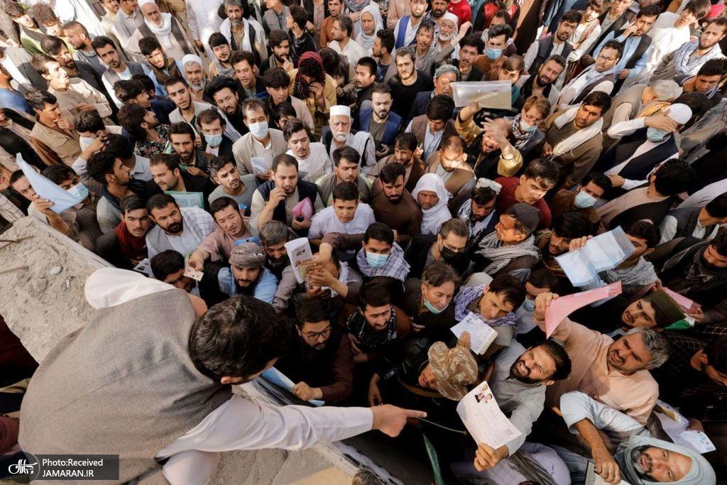 هجوم مردم افغانستان برای گرفتن گذرنامه + عکس
