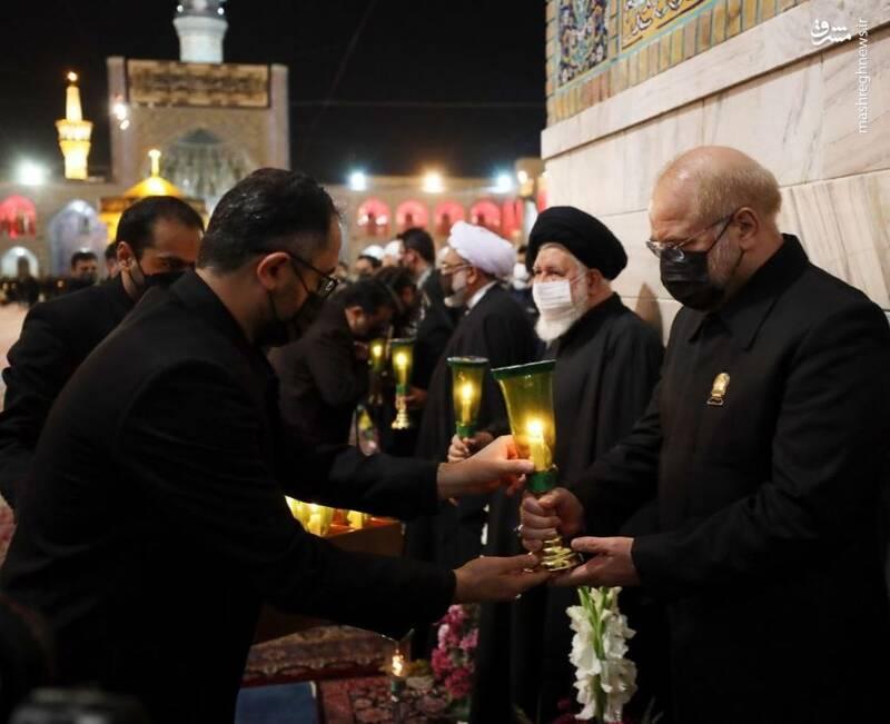 قالیباف با لباس خادمی در حرم امام رضا(ع) + عکس