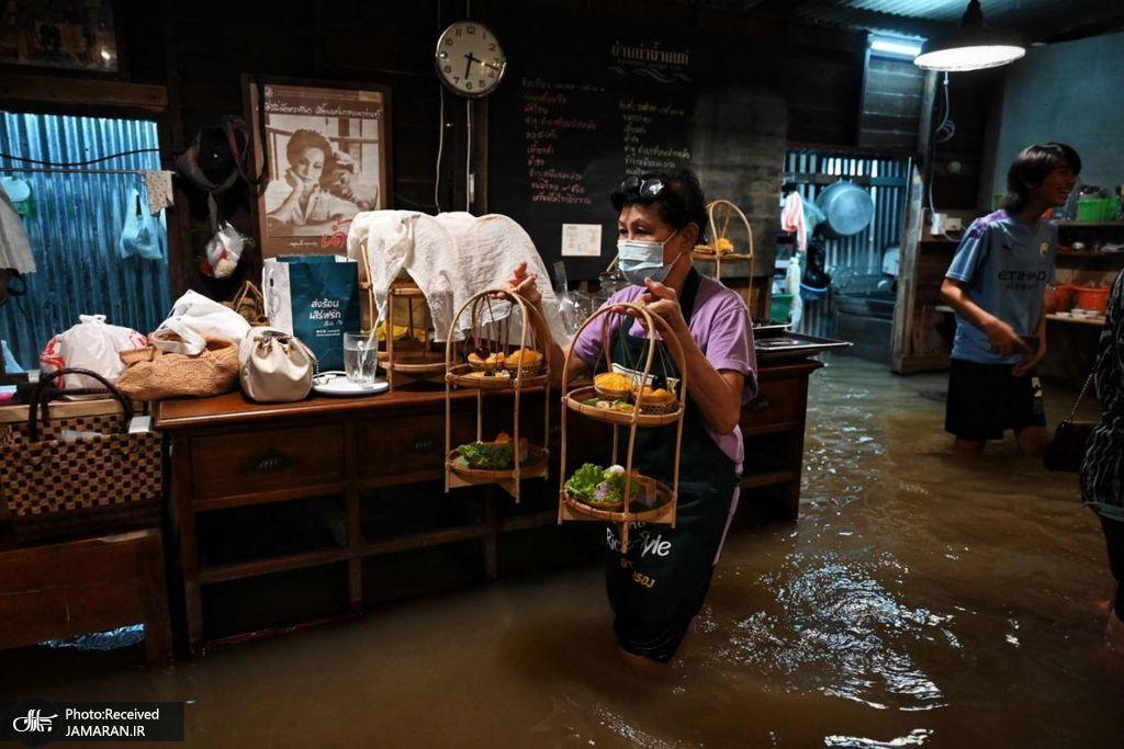 کافه ای سیل زده در بانکوک + عکس