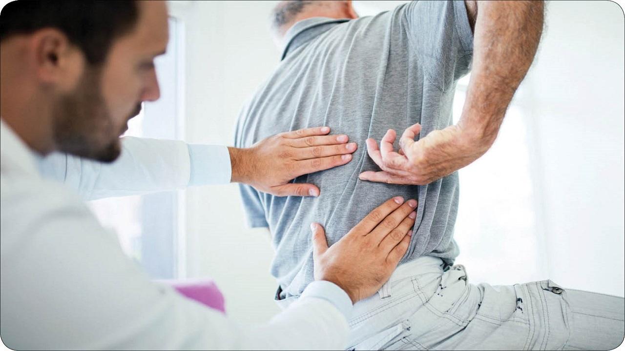 چرا سالمندان دچار کمر درد می شوند؟