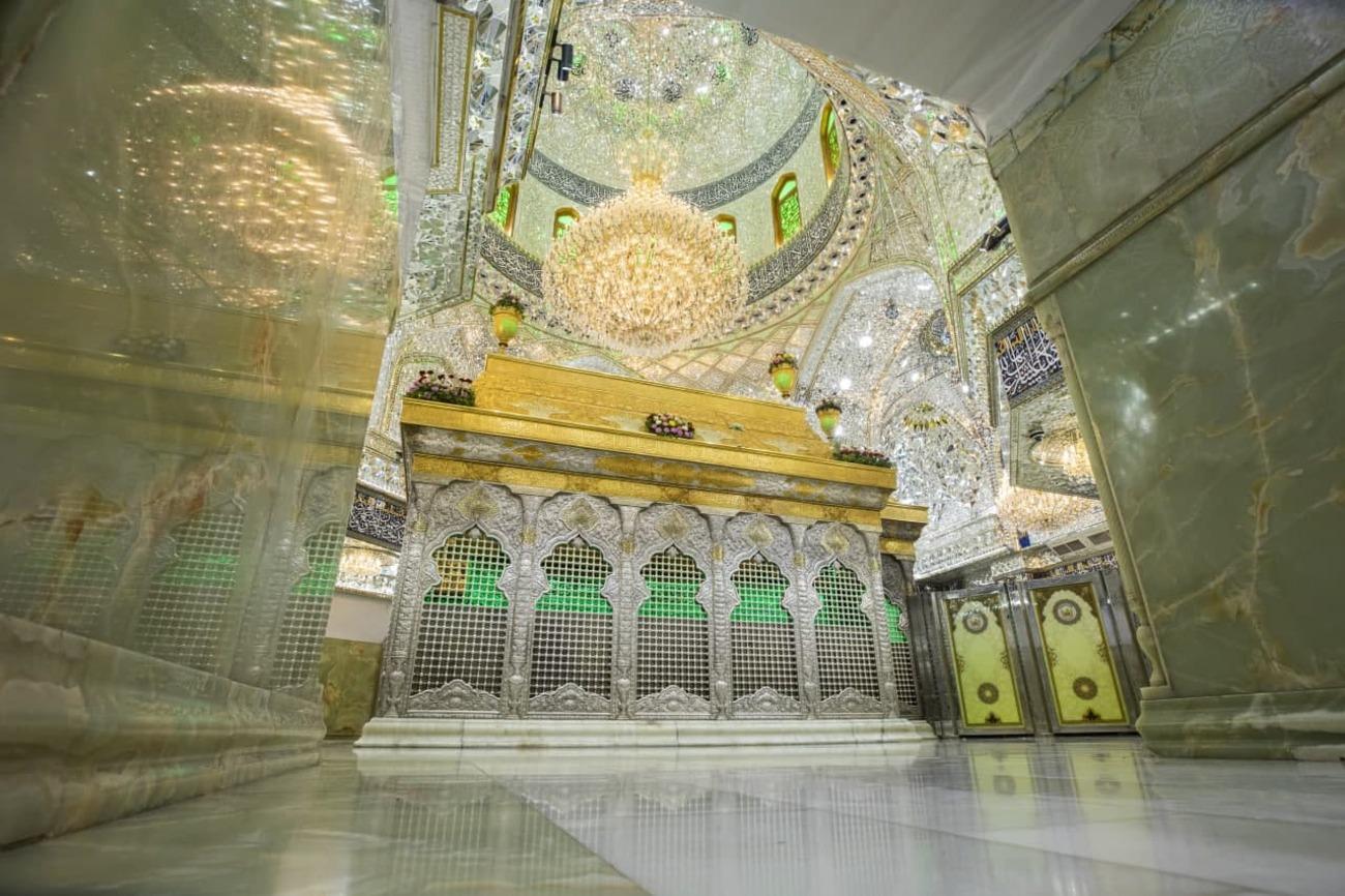 تصاویری از غبارروبی بارگاه ملکوتی حضرت ابا عبدالله الحسین (ع)