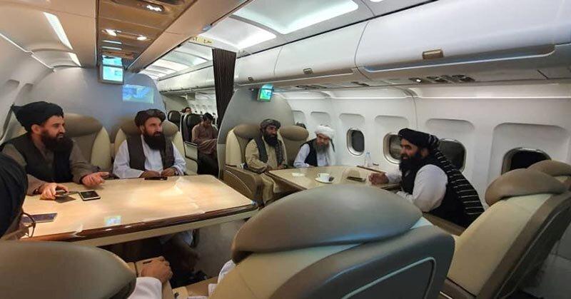 جلسه اعضای طالبان در قسمت فرست کلاس هواپیما + عکس