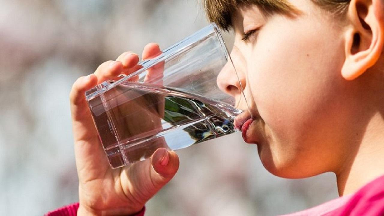 زیاد آب تصفیه شده نخورید+ علت