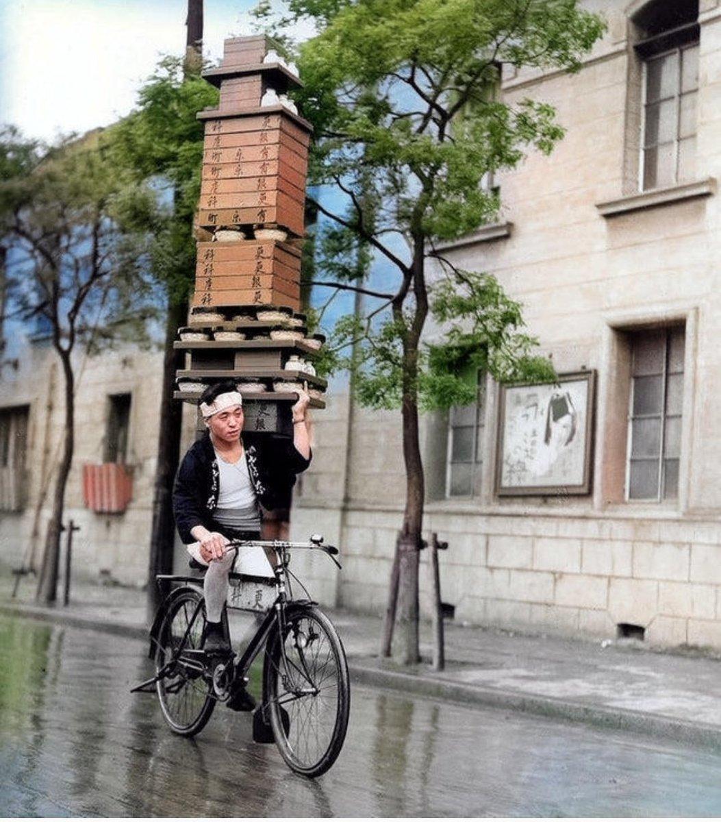 مهارت عجیب پیک دوچرخه سوار ژاپنی + عکس
