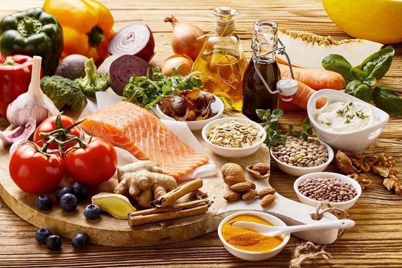 لیستی از غذاهای مفید و مضر برای تیروئید پر کار