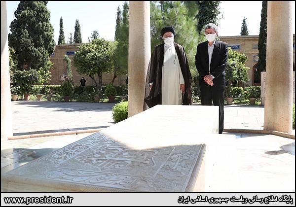 حضور رئیسی در آرامگاه حافظ شیرازی + عکس