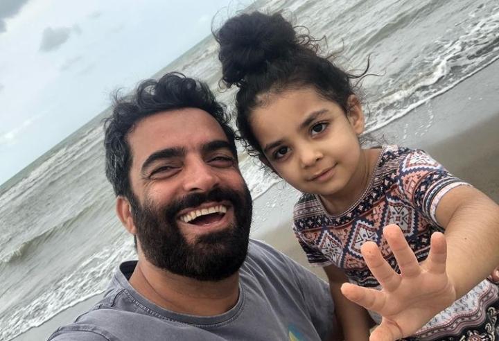 منوچهر هادی و دخترش در شمال + عکس