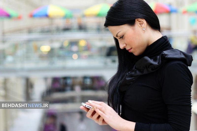 چک کردن مدام موبایل چه بلایی بر سر گردن میآورد؟