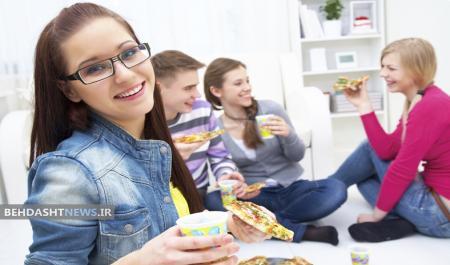 چرا جوانان به غذاهای ناسالم بیشتر علاقه مندند؟