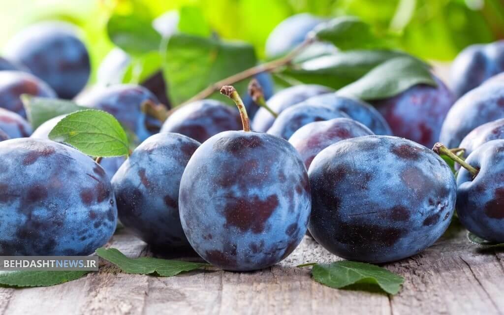 درمان یبوست و پوکی استخوان با این میوه تابستانی