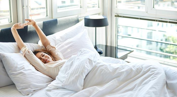 سه راه ساده برای از بین بردن پف زیرچشم بعد از خواب