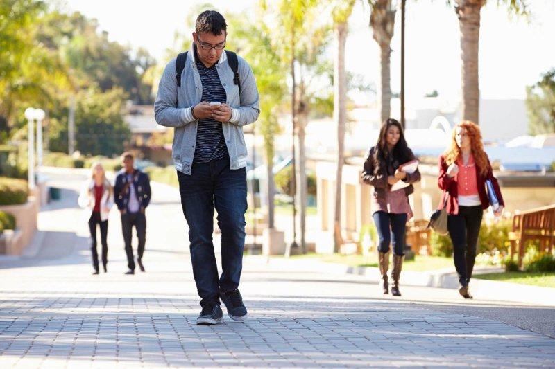 عوارضی که تلفن همراه بر سر وگردن می گذارد!
