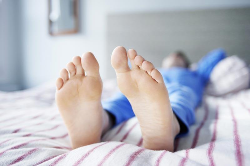 چرا پاهایتان بی قرارهستند؟