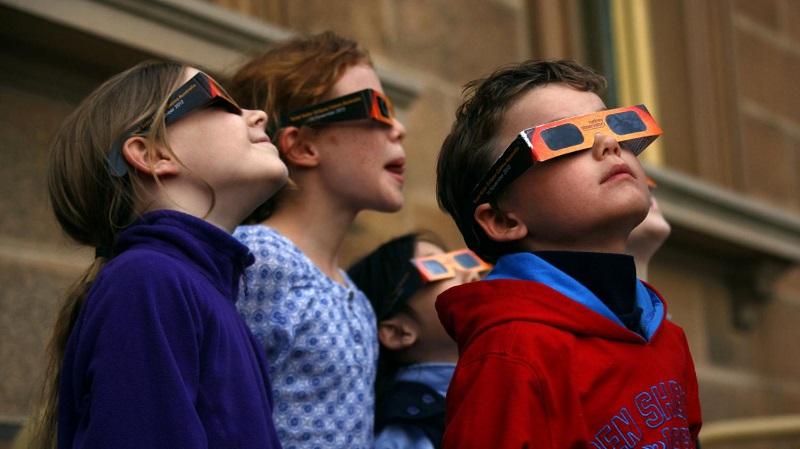 اگر به خورشید گرفتگی مستقیم نگاه کنیم کور می شویم؟
