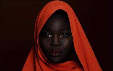 دختری که به ملکه تاریکی معروف شده است (+عکس)