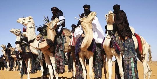 مردان این قبیله به جای زنان حجاب دارند+عکس