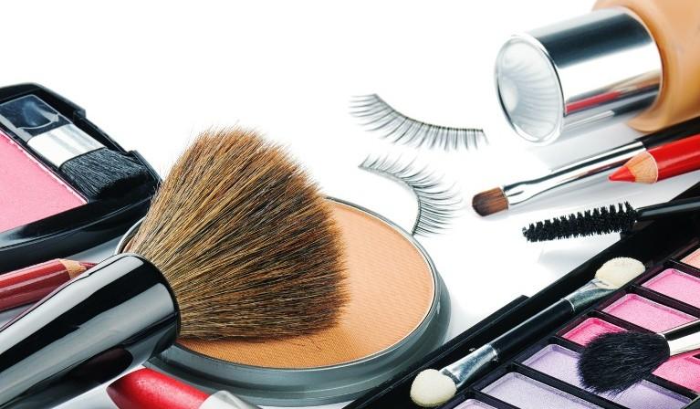 نقش موثر لوازم آرایشی در ایجاد این بیماری ها