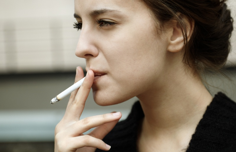 زنان سیگاری زوتر به این مشکل مبتلا می شوند