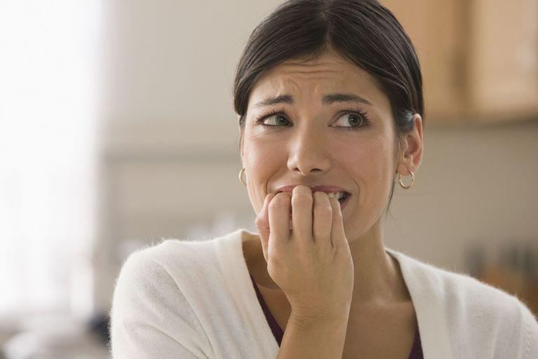 جویدن ناخن، از نشانه های کمالگرا بودن؟
