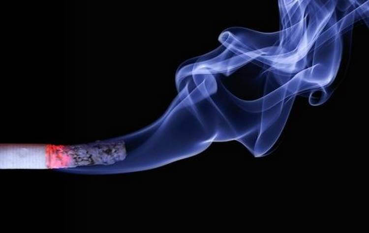 «یائسگى زودرس» در کمین «زنان سیگارى»