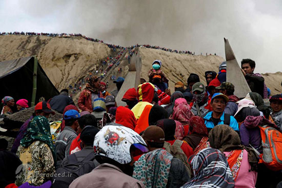سنت پرتاب قربانی به دهانه آتشفشان +عکس