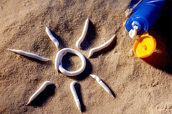 آیا کرم ضد آفتاب فقط مختص تابستان است؟